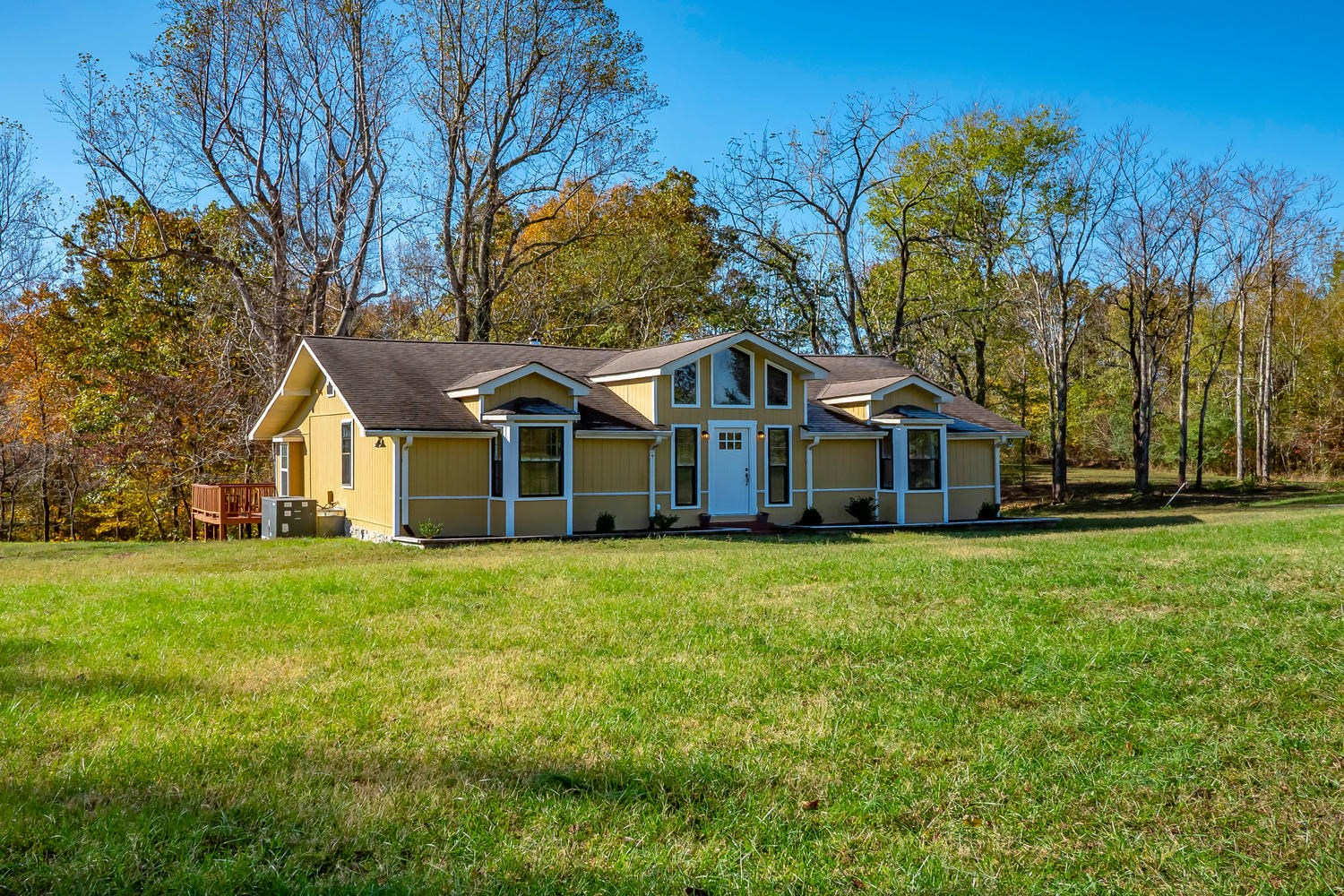 Middle Tennessee Country Home on 21 Acres for sale!