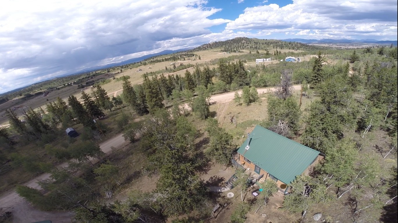 Classic Colorado cabin w/views for miles & private fishing
