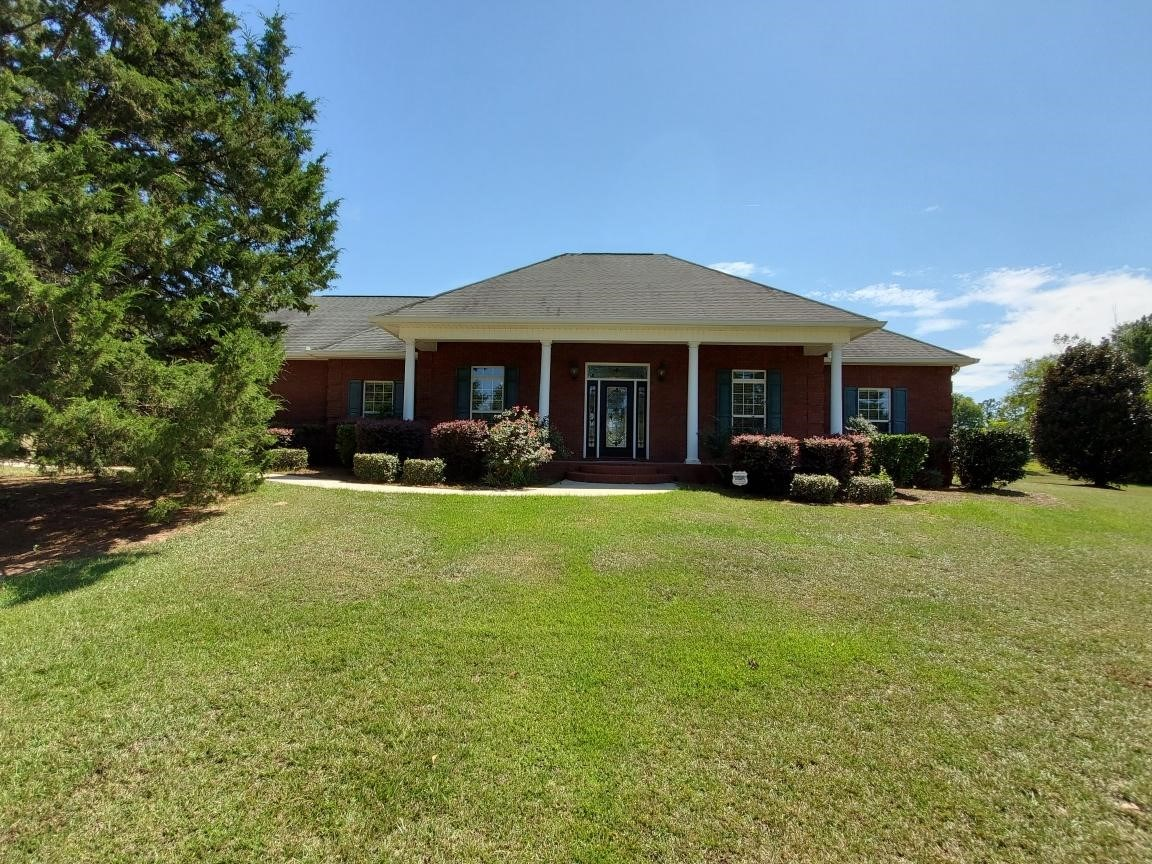 Home for sale in Chase Ridge Sub, Hartford, AL