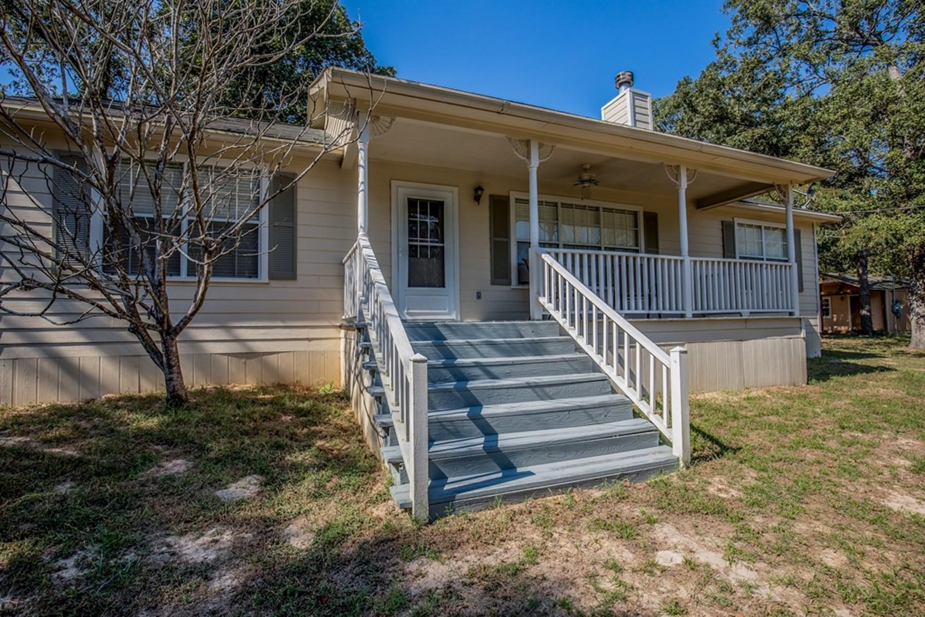 Country Cottage on Acreage - Oakwood, TX - Leon County, TX