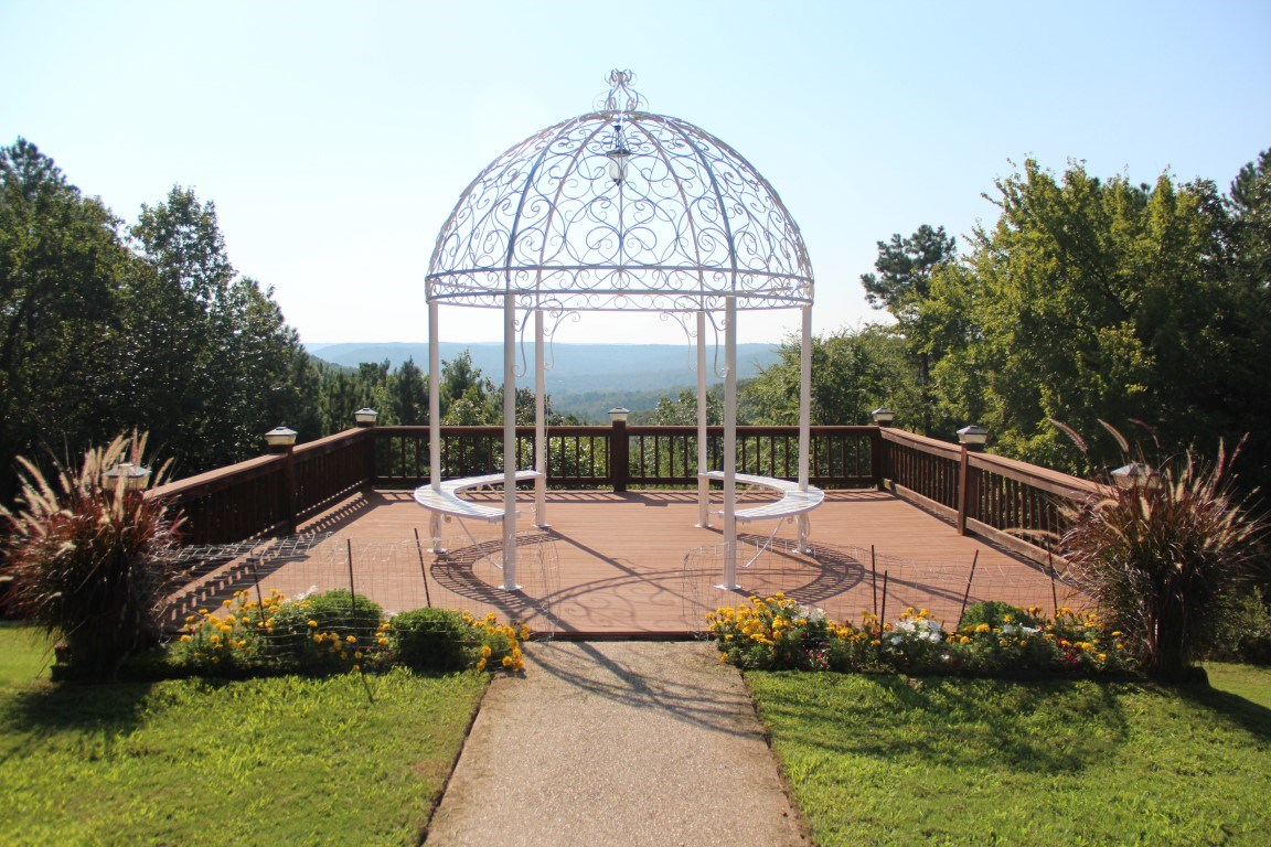 WEDDING BUSINESS W/ MULTI USE BUILDING IN EUREKA SPRINGS, AR