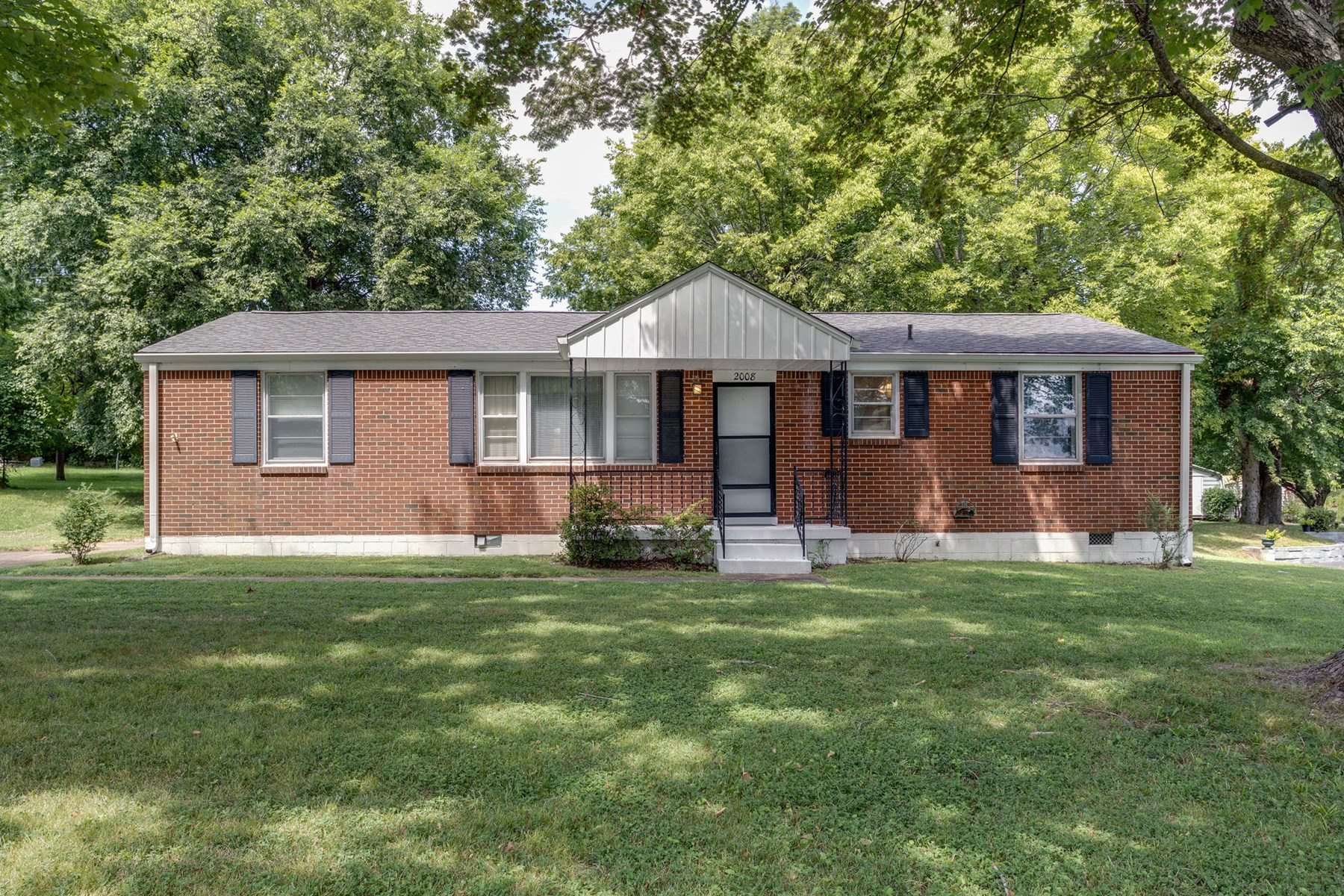 All Brick 3 Bedroom Home for Sale, in Columbia, Tennessee
