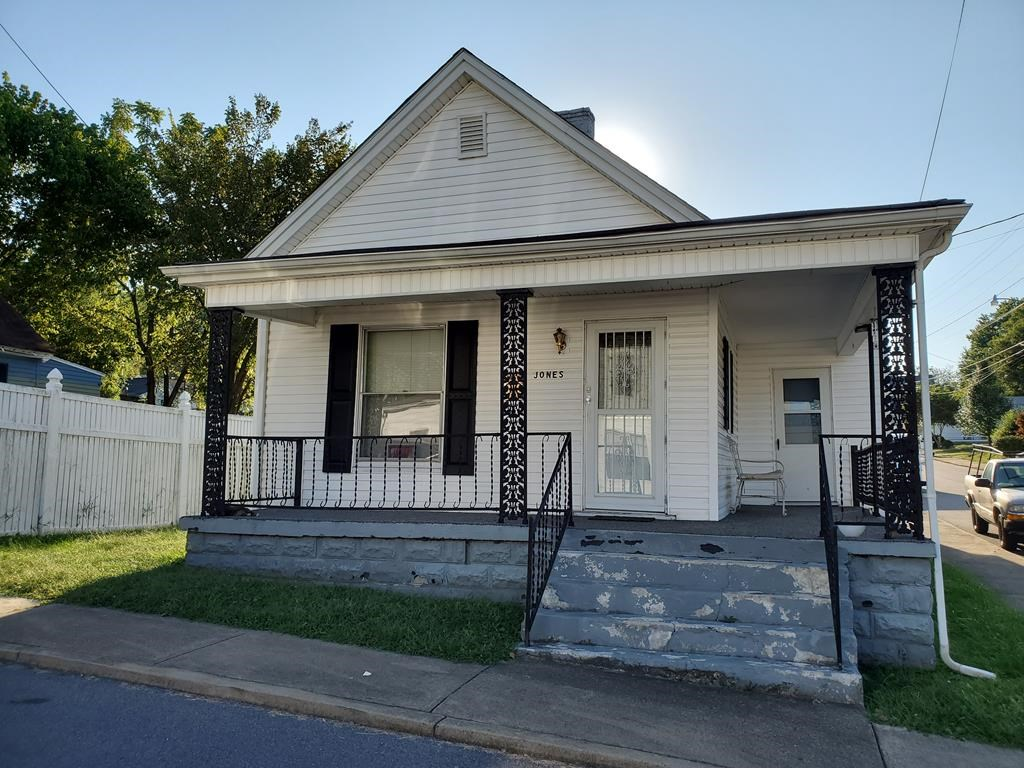 Cute Cottage On A Corner Lot In Bristol, Tn For Sale