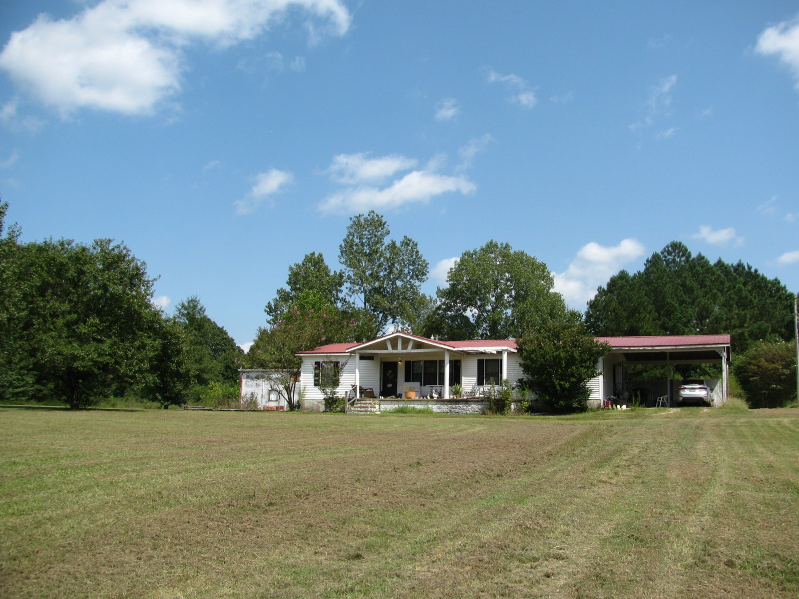 COUNTRY HOME FOR SALE WITH LAND  IN CORINTH MS, SHOP