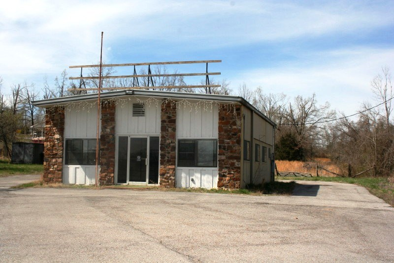 Commercial building and land for sale in Arkansas
