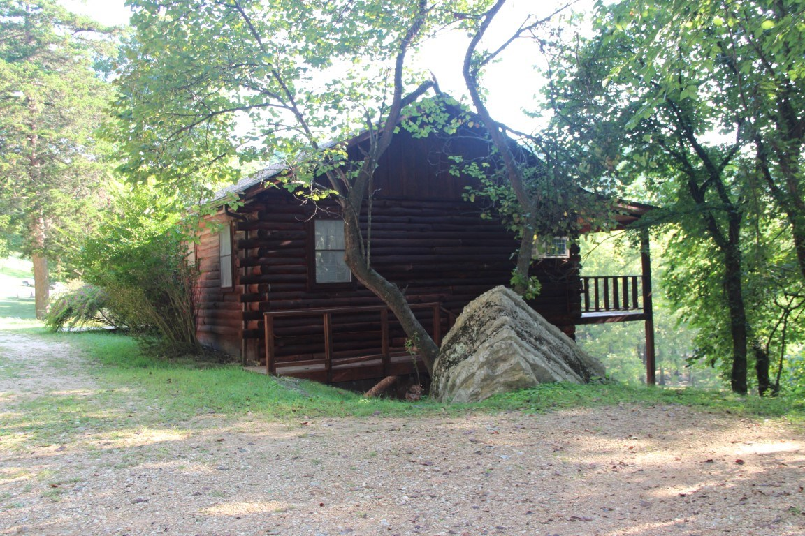 LOG CABIN IN EUREKA SPRINGS ARKANSAS FOR SALE