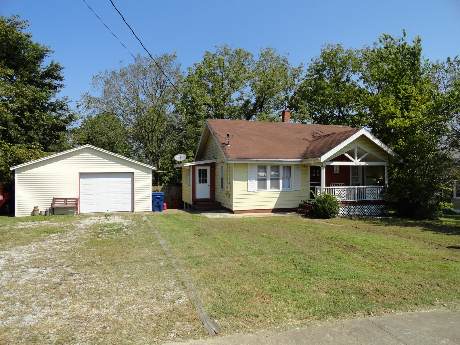 Attractive Bungalow Style Home in Salem, MO!!