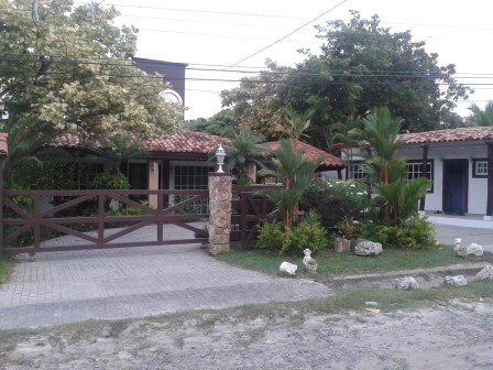 Large Family house or great B&B for sale in panama Coronado