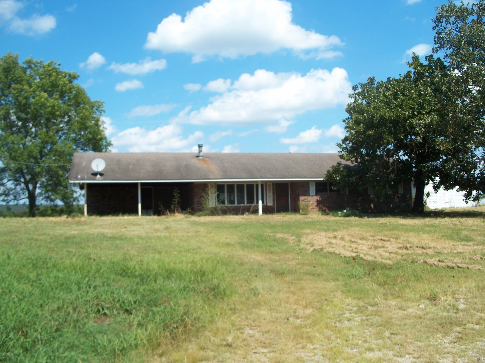 LEFLORE CO, OK 25 ACRE FARM W/BRICK HOME AND POULTRY HOUSES