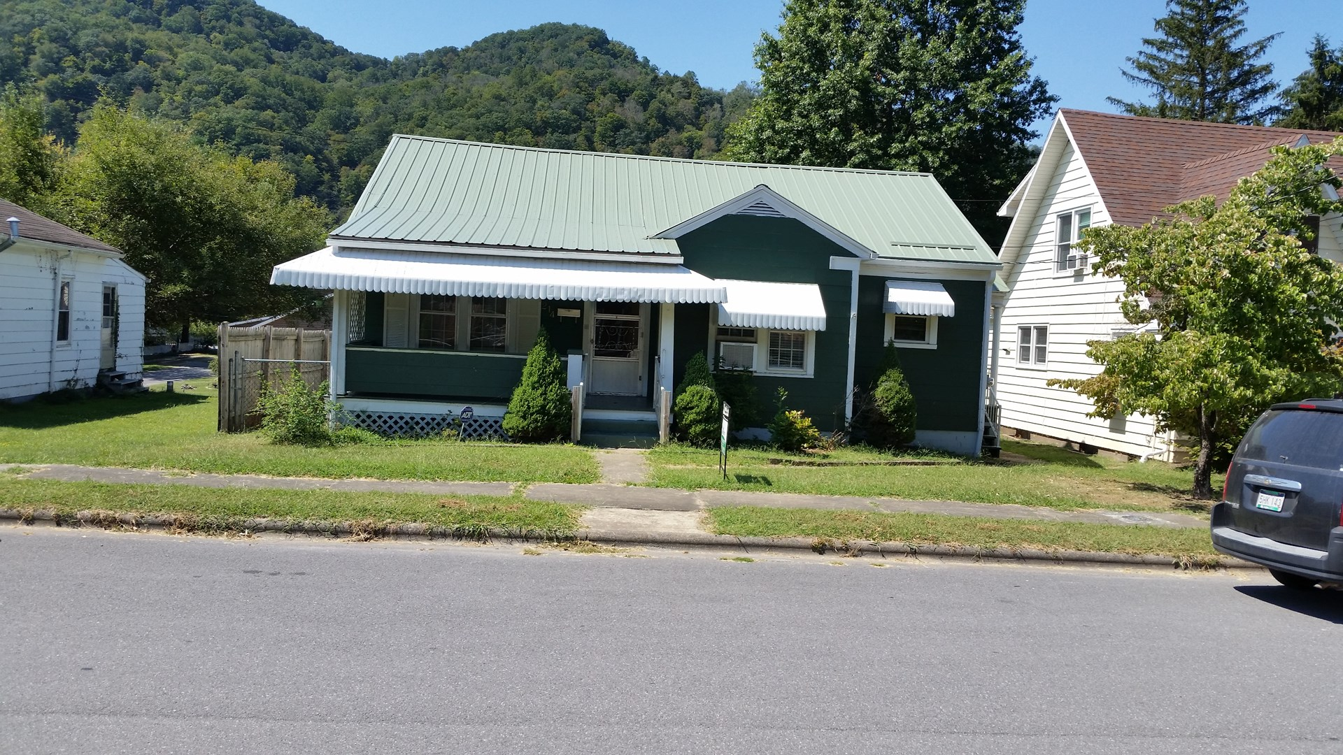 COZY 2 BR HOME, ONE FLOOR LEVEL, SMALL TOWN