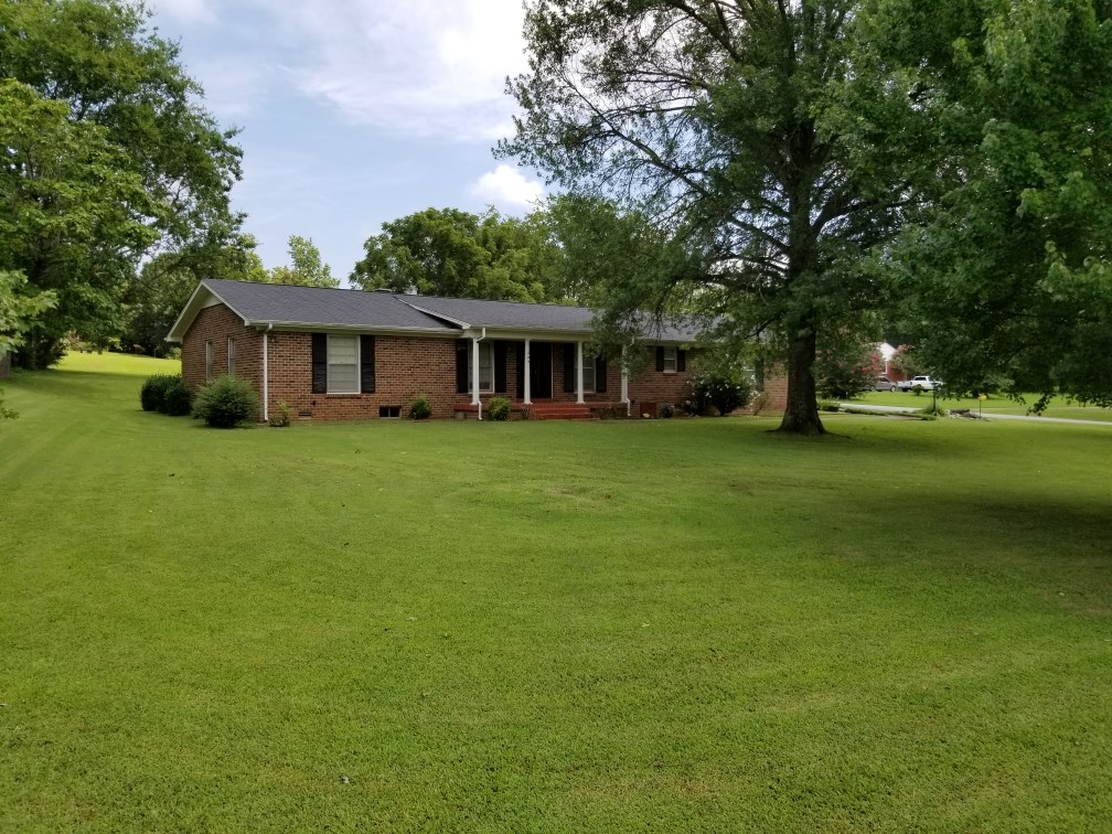 All Brick Home in Town on 0.61 Acres in Columbia, Tennessee