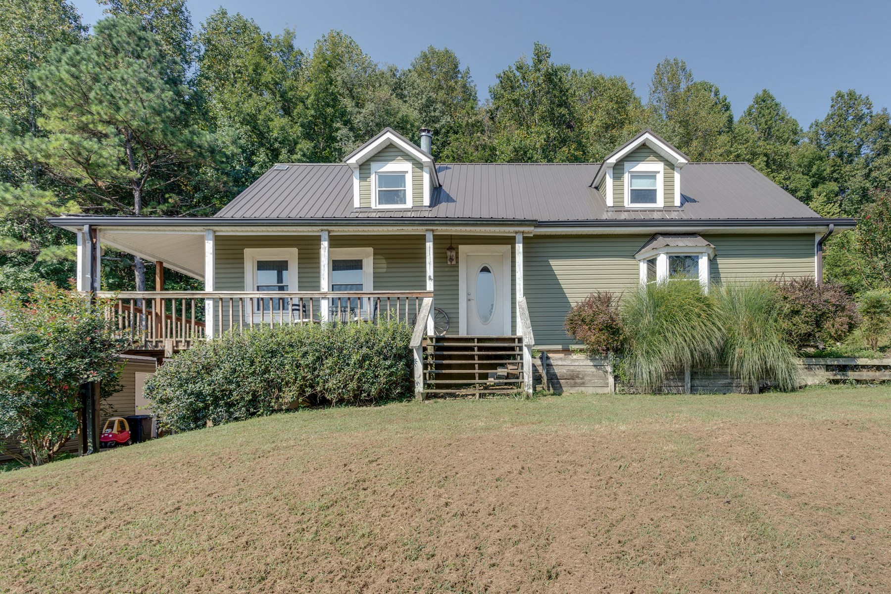 Cape Cod Home with Acreage in Wayne, County Tennessee