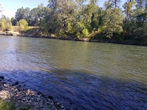 COMMERCIAL RIVER FRONT PROPERTY W/RIVER ACCESS IN S. OREGON