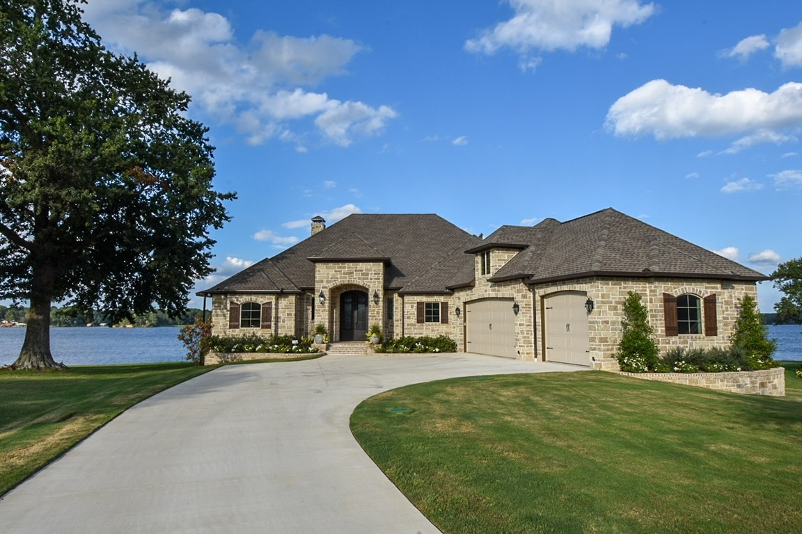 NEW LUXURY WATERFRONT 2019 LAKEHOUSE LAKE PALESTINE FOR SALE