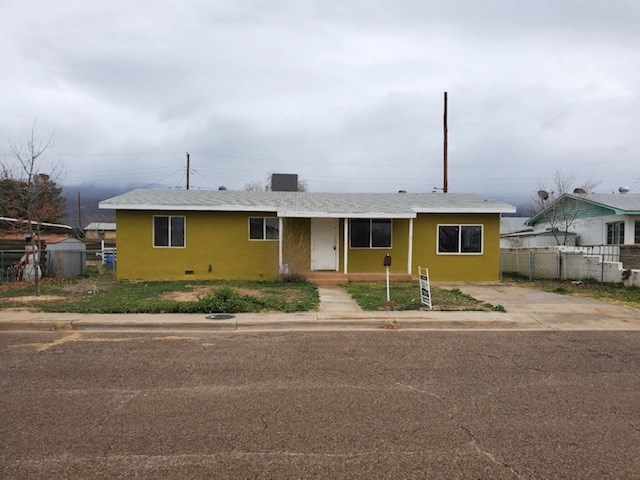 Three Bedroom home close to Holloman Air Force Base.