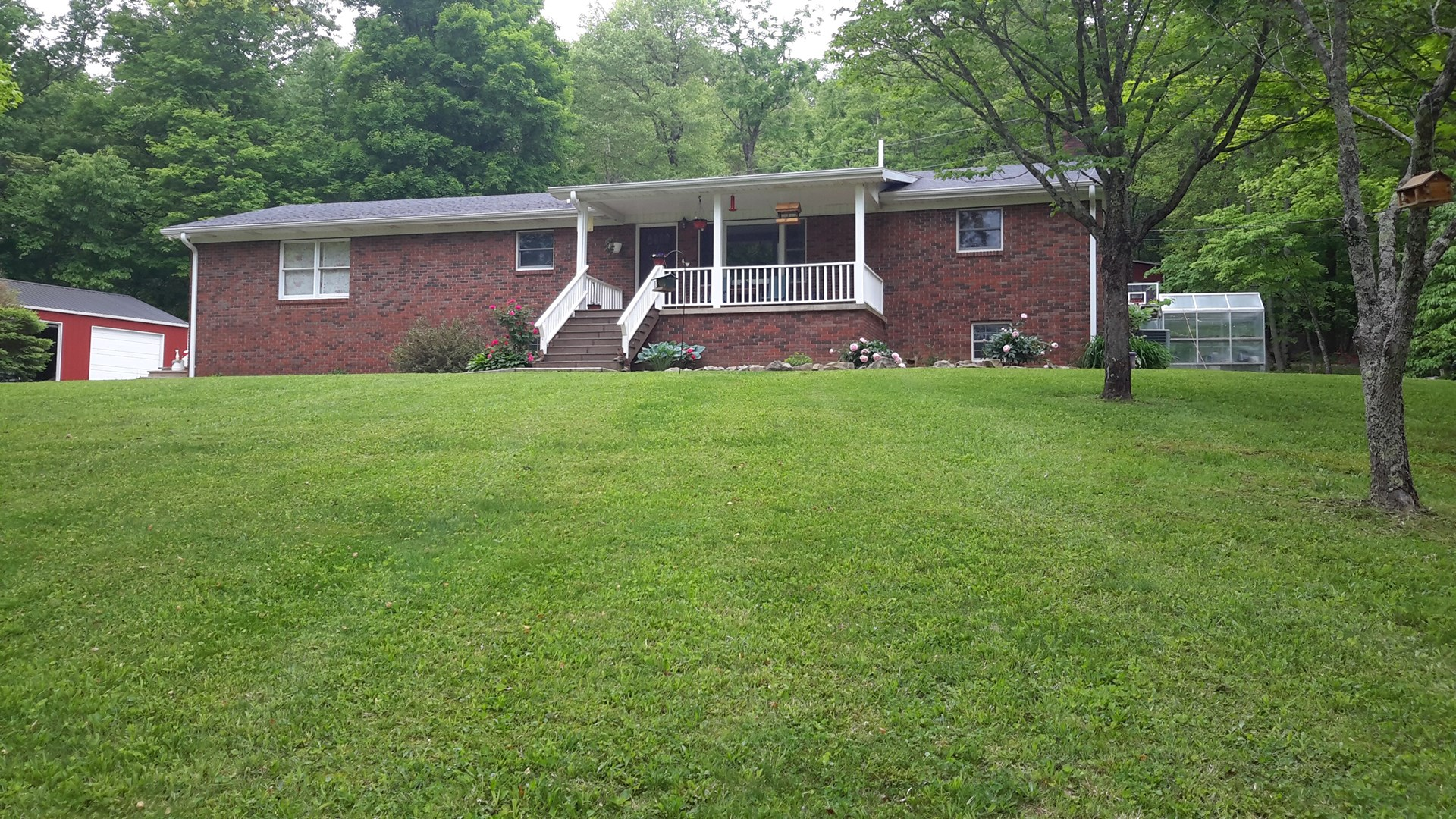 HOBBY FARM/BRICK HOME/2 GARAGES/BARN/SHEDS/SOUTH-CENTRAL KY