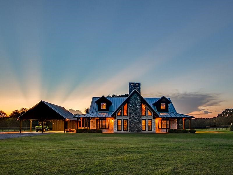 LUXURIOUS COUNTRY HOME AND RANCH IN TERRELL, TEXAS