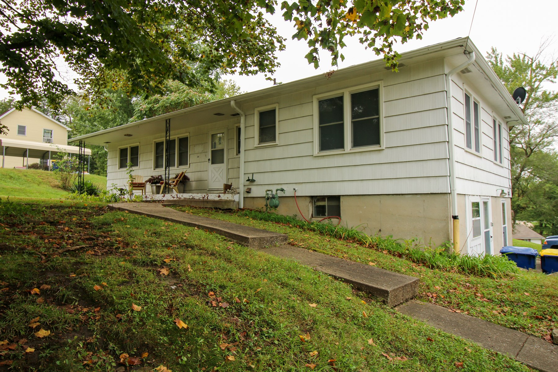 Home in Smithville, MO for Sale - Online Only Auction