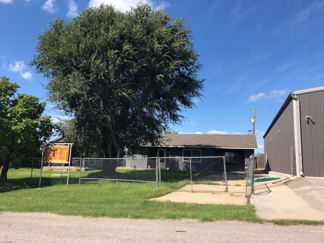 6 bedroom Retreat House and Party Barn for sale at Foss Lake