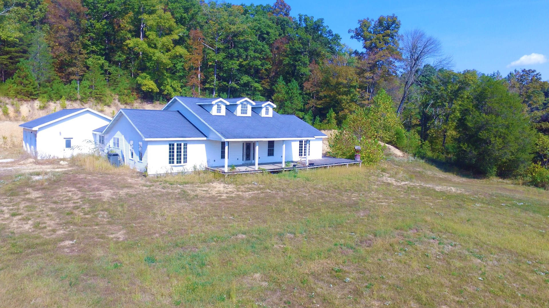 LARGE FIXER UPPER/3 CAR GARAGE-COUNTRY SETTING-LIBERTY, KY.