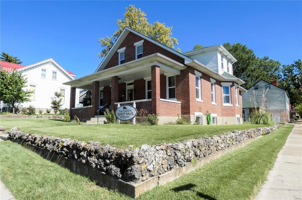 Established Turn Key Guesthouse B&B For Sale in Hermann, MO