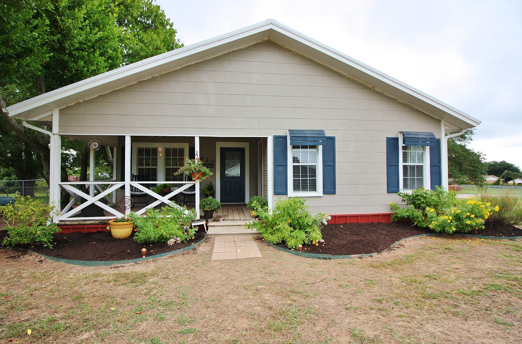 1937 Home on Acreage in Jewett, TX