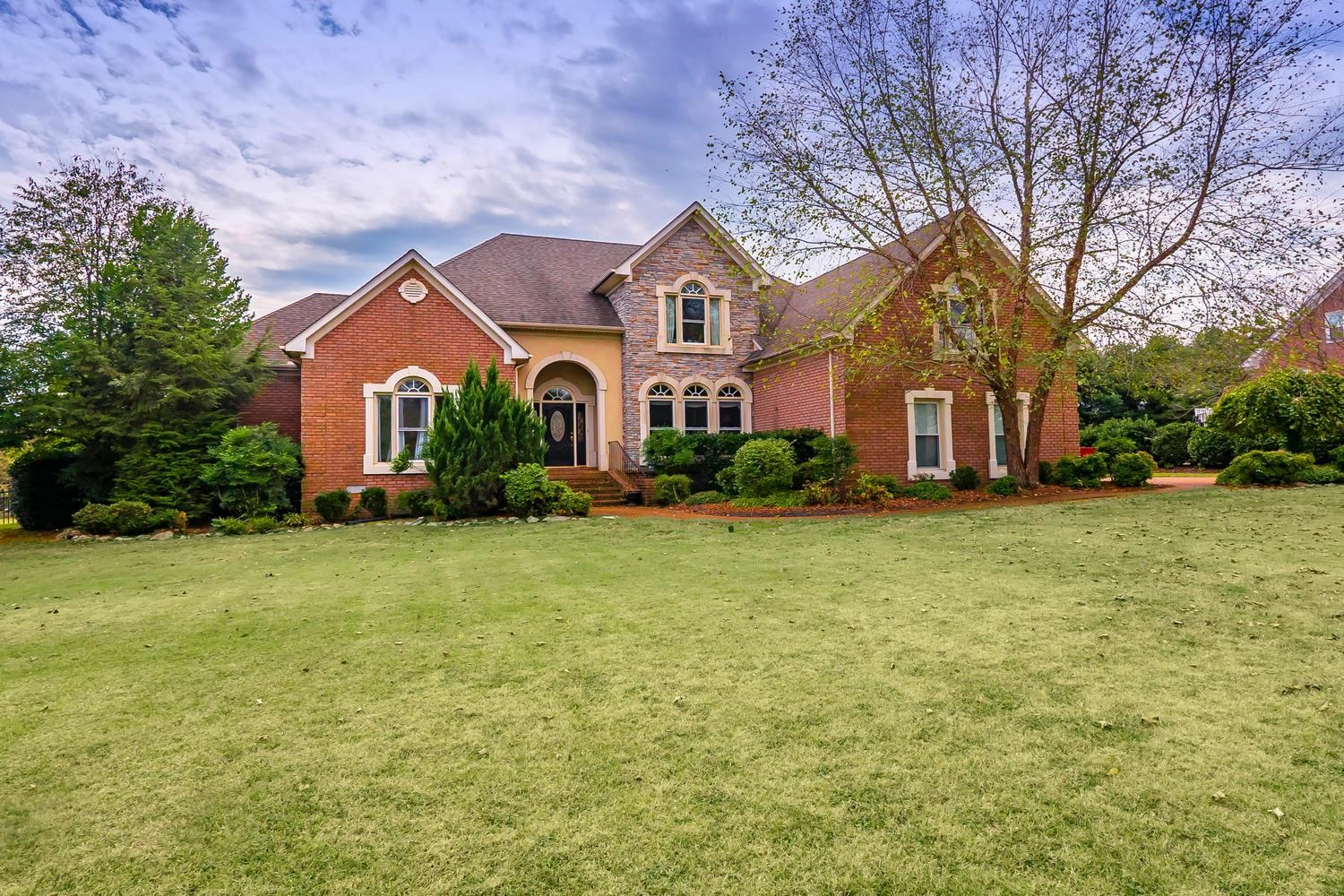 Home For Sale in Franklin, TN