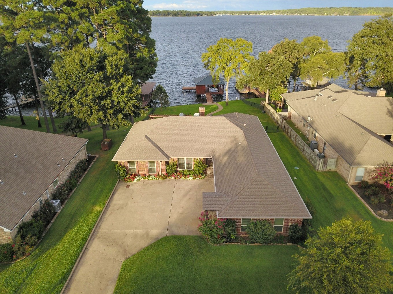 LAKE PALESTINE WATERFRONT HOME FOR SALE IN GATED COMMUNITY