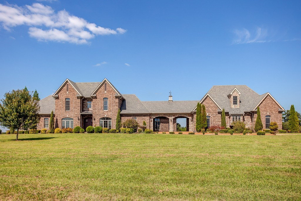 Luxurious custom-built home located in Hohenwald, Tennessee