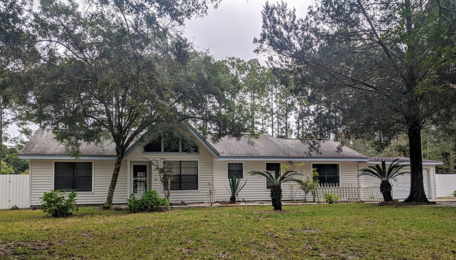 3 bedroom family home on 1 acre in Gainesville Florida