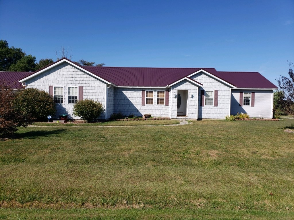 Stunning, 4 Bedroom, 3.5 Bath Home, Oblong, IL
