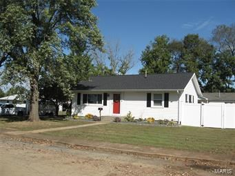 MOVE IN READY HOME ON QUIET DEAD-END STREET: