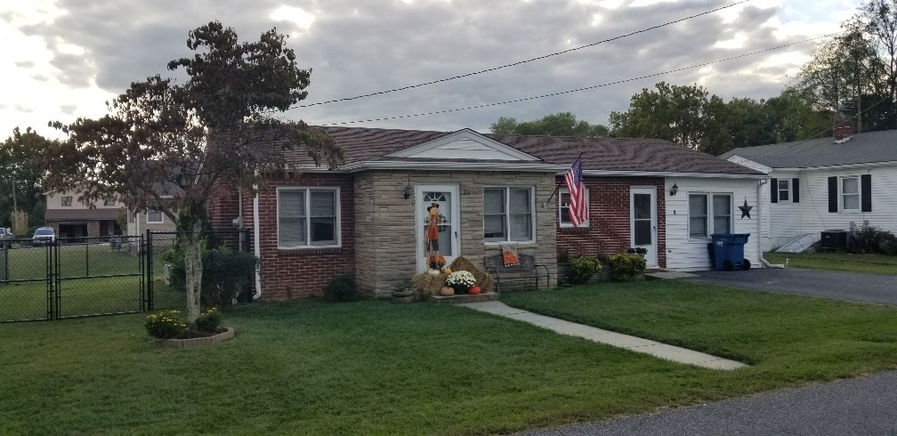 Cute 3 Bedroom 2 Bath Home in the heart of Chilhowie, VA!