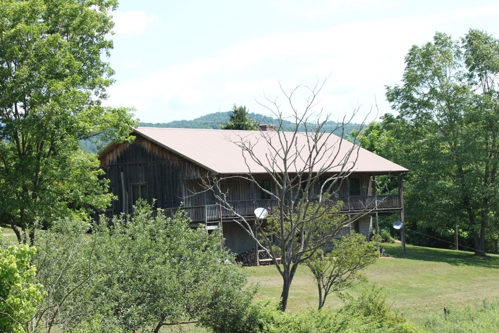 Home & Acreage with River Frontage in Abingdon VA