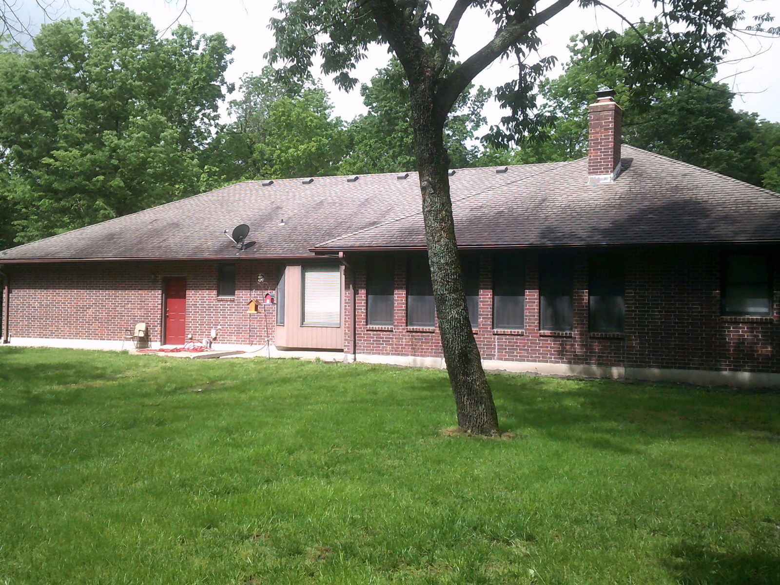 BEAUTIFUL BRICK HOME ON 2+/- ACRES IN BATES CITY, MO