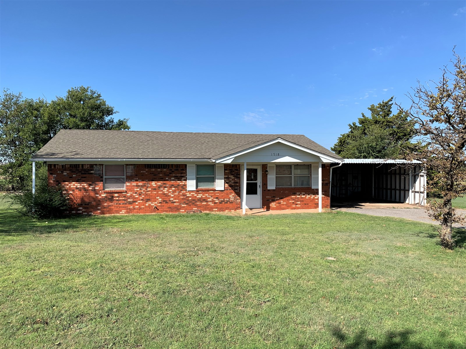 Country Home with Acreage for Sale – Clinton, OK 73601