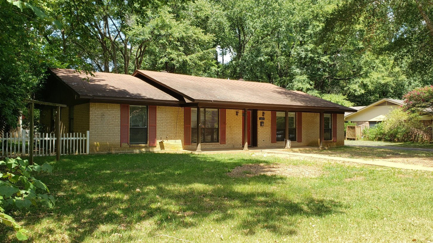 HOME FOR SALE IN PALESTINE TX   EAST TX REAL ESTATE