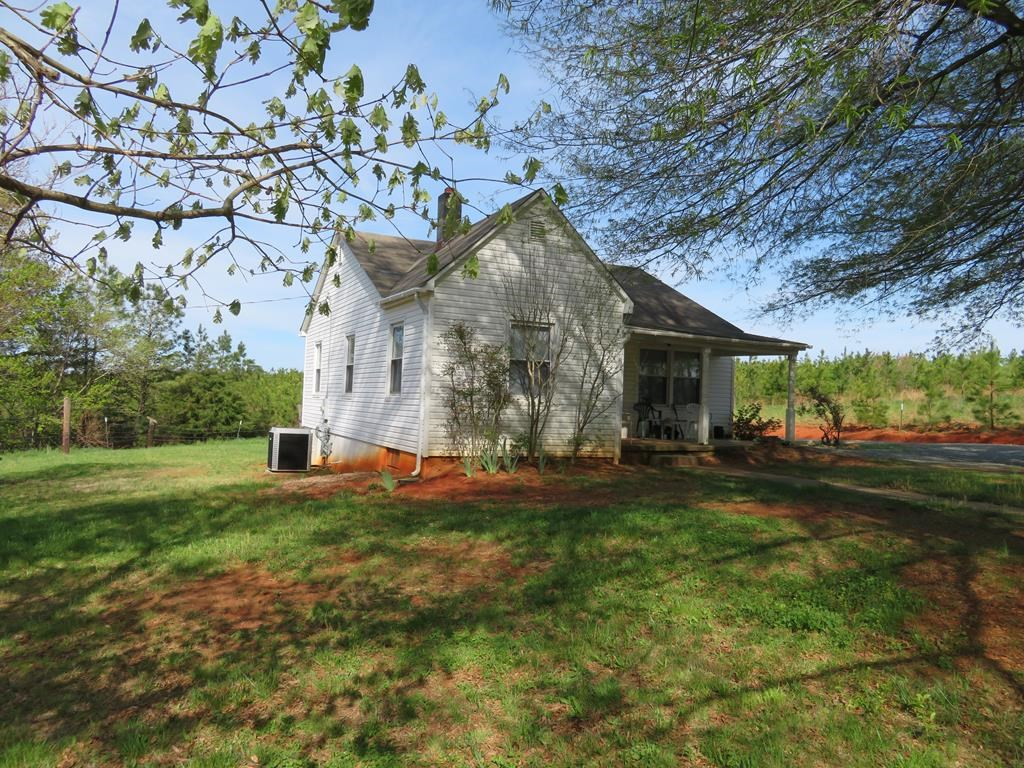 Cozy Country Home in Gretna, VA on 1+ acres