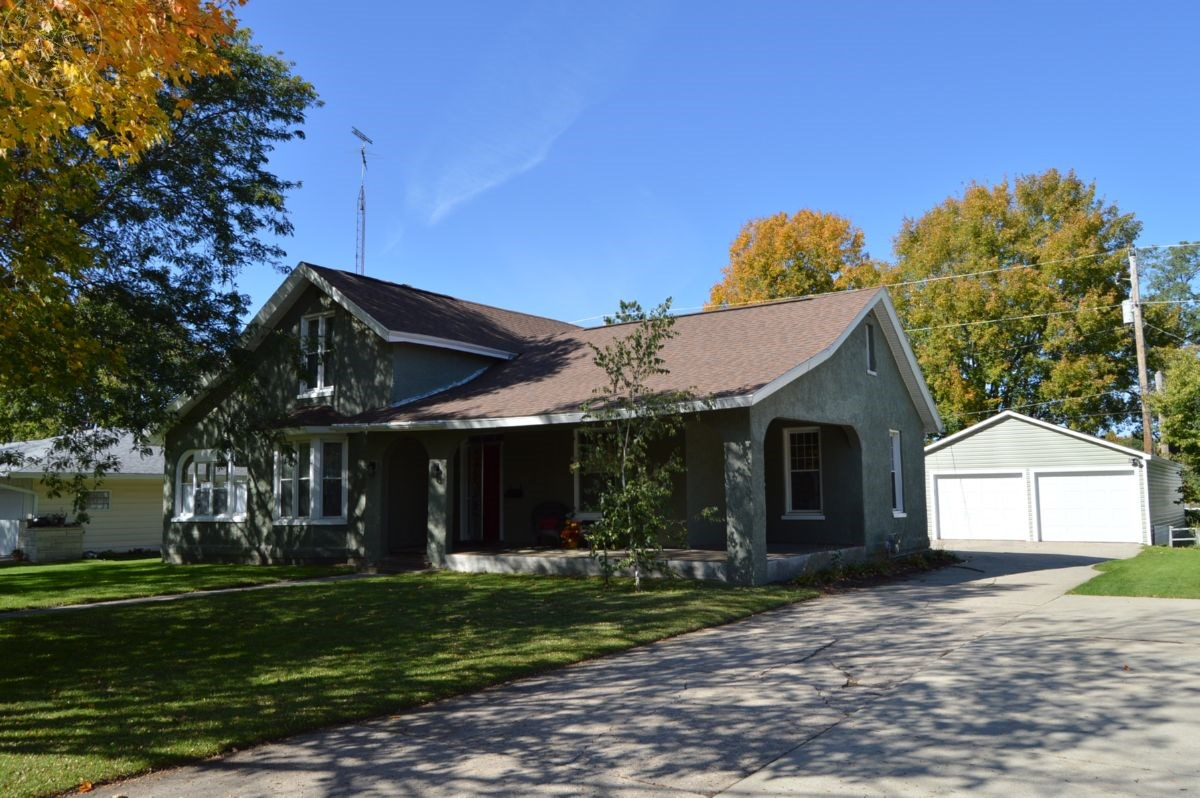 3 Bedroom Colonial Home in Portage WI