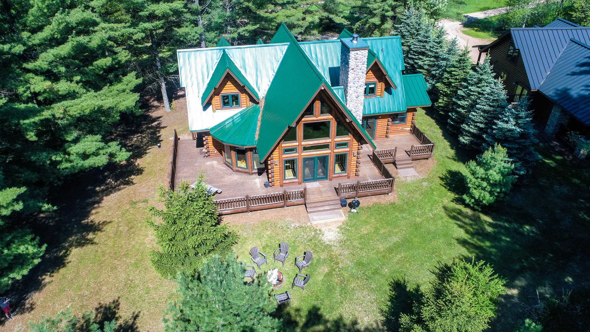 Chain O' Lakes Log Home for sale Waupaca, WI