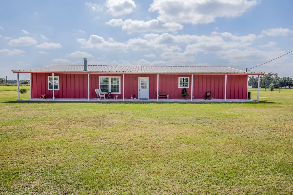 Country Home on Acreage For Sale - Buffalo, TX - Leon County