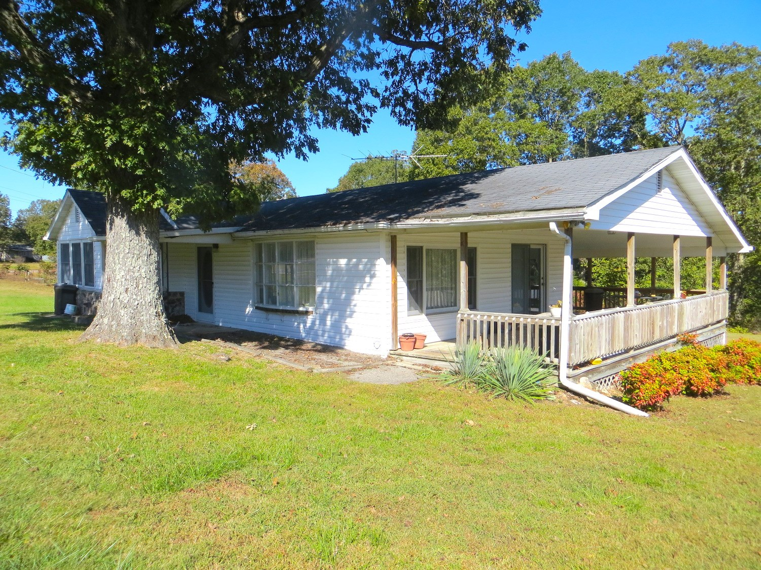 Country Home for Sale with Acreage in Alton, MO