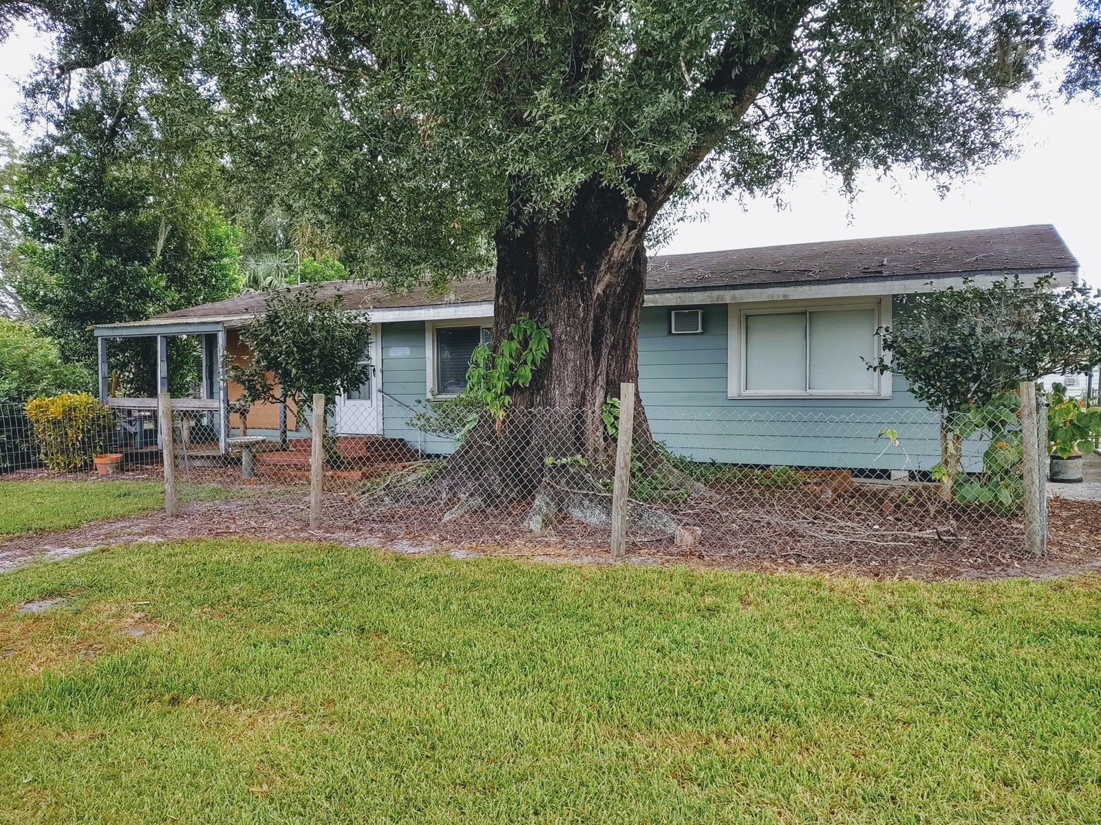 HOME WITH POOL FOR SALE IN ARCADIA, FL!