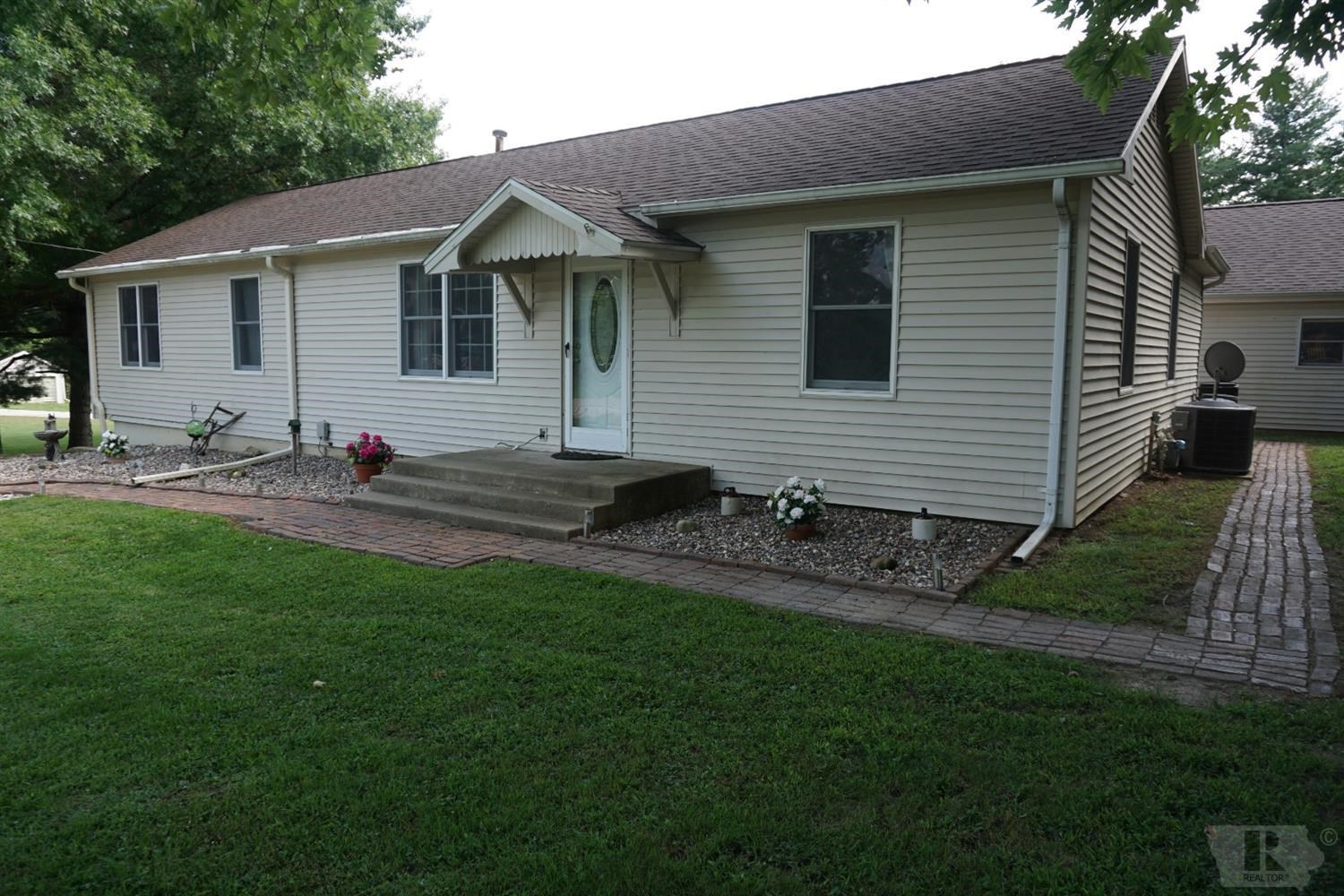 Move-in Ready, 3 Bedroom Home on 2 1/4 Acres Near Keokuk