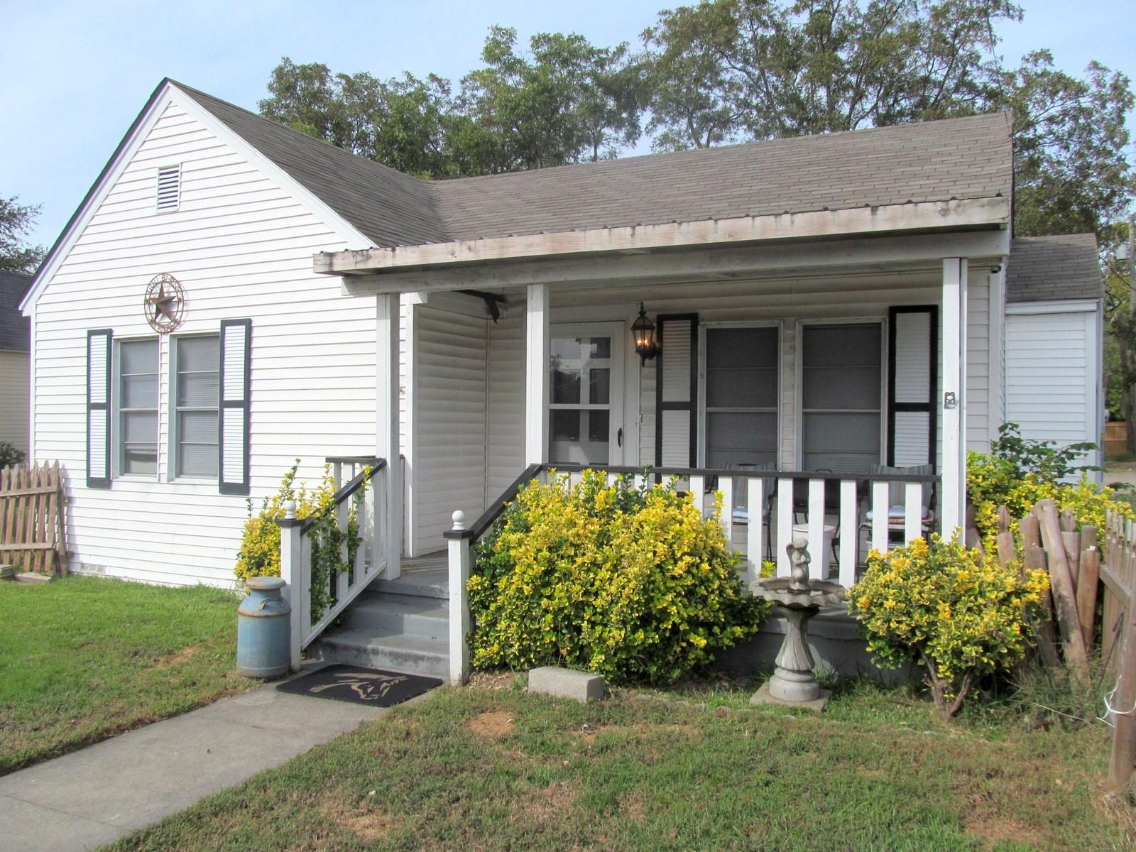 3/2/2  HOME IN TOWN - WINNSBORO, TEXAS - WOOD COUNTY, TX