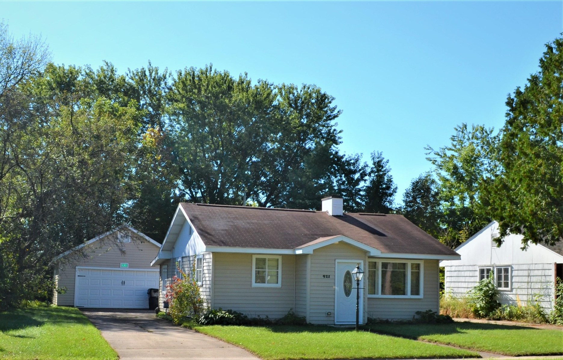 Wonderful 2 bed, 1 full bath home in great location