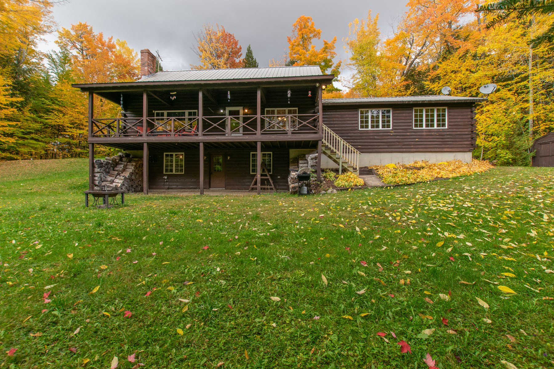 Lakefront Log Home for Sale in Maine