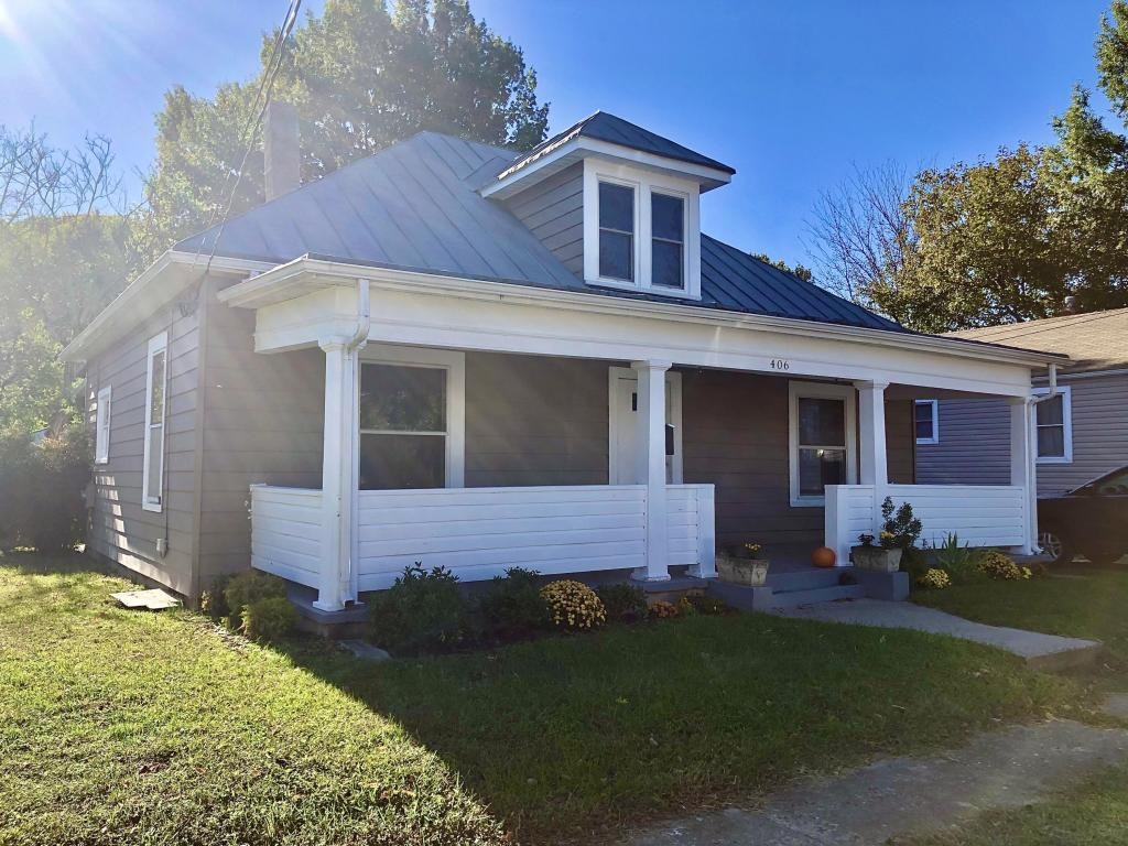 Charming Home for Sale in the City of Salem, VA!