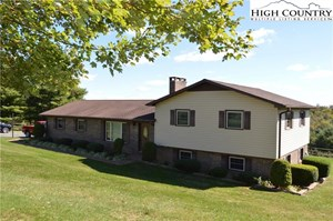 WELL MAINTAINED SPLIT LEVEL WITH LONG RANGE VIEWS !