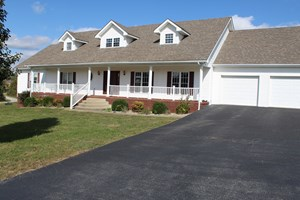 GOLFERS DELIGHT, LARGE HOME ON A GOLF COURSE NEAR GLASGOW KY